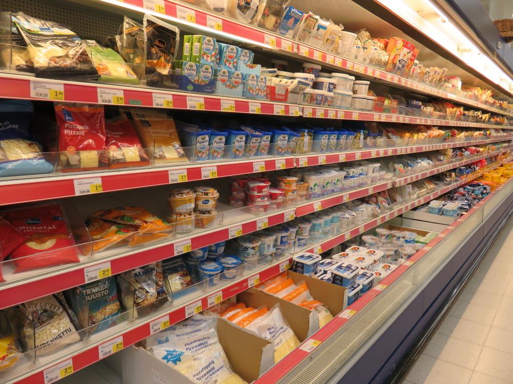 乳製品 チーズ スーパー フィンランド