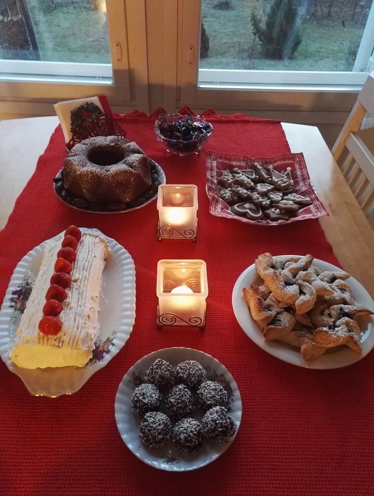 Joulu kahvipöytä フィンランド クリスマス お茶菓子