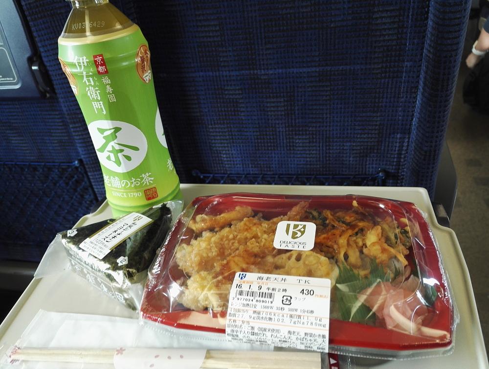 お弁当 日本 Japan 天丼 おにぎり お茶ペットボトル