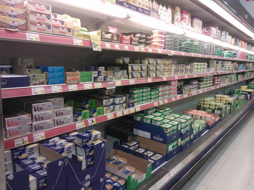 フィンランド スーパー 乳製品 バター マーガリン