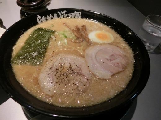 らあめん花月嵐 浦添国道58号店 「嵐げんこつらあめん(8)」