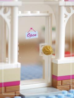 LEGOCapCakeCafe27.jpg
