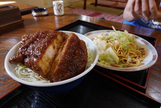 120ソースカツ丼とローメン