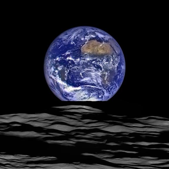 月から見える地球