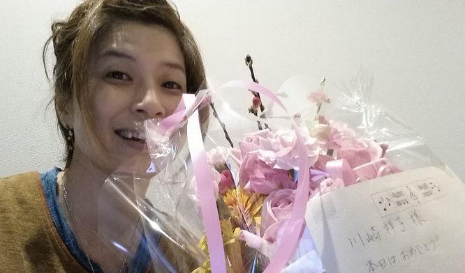 A子先生と同級生のY子さんから花束頂きました!