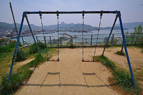 Swing_seat_at_Ouji-jinja.jpg