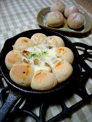 スキレットでグラタンパン&全粒粉と米粉ぱん
