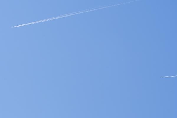 飛行機雲2本