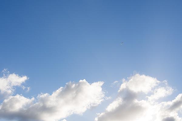 高く飛行機