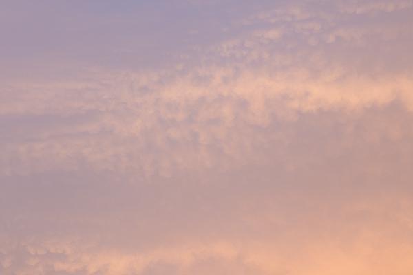 ピンクブルーの空