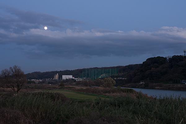 庄内川と満月
