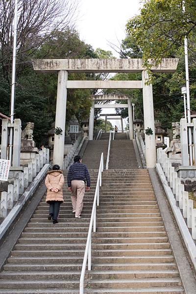 参道の長い上り階段