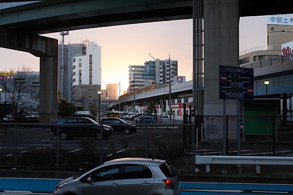 地下鉄東山線上社付近
