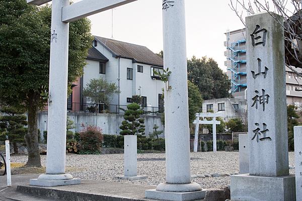 西城白山神社入り口