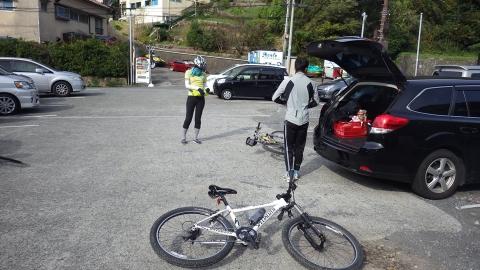 下田に移動してから、ホテルの駐車場に停めて出発!