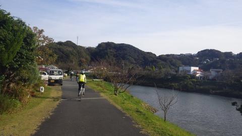 青野川沿い、やっと平坦(でもつかの間)