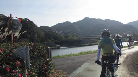 青野川沿いのつかの間の平地サイクリング