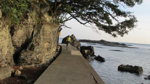 海浜ホテル前の遊歩道を走る^^;
