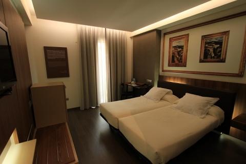 1310 Granada Hotel