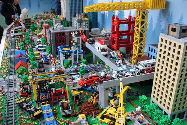 レゴ巨大ジオラマの工事現場