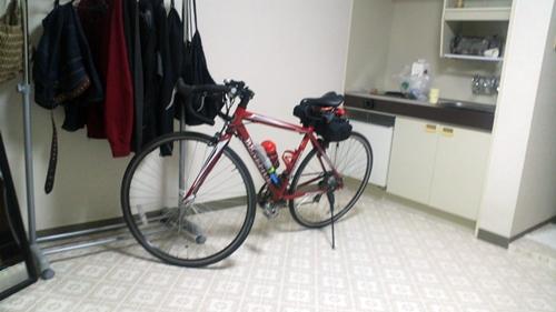 ウィークリーマンションにロードバイク