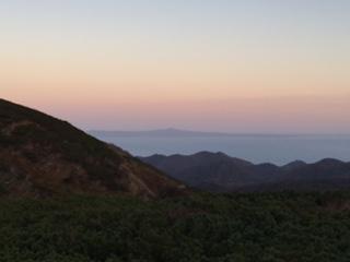 知床峠から見た国後島の夕映…