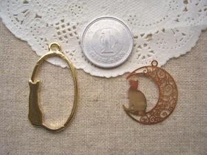 ネコオーバル、銅メタル:月とネコ