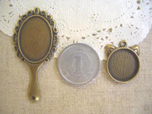 ミール皿:手鏡、ネコの顔