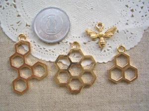 蜂の巣3種+ハチ