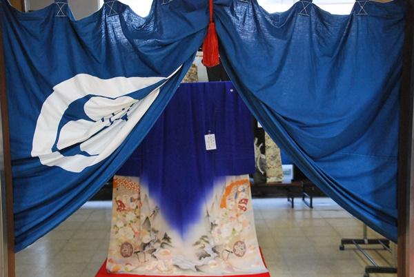 黒江公民館2階時代物の着物展示
