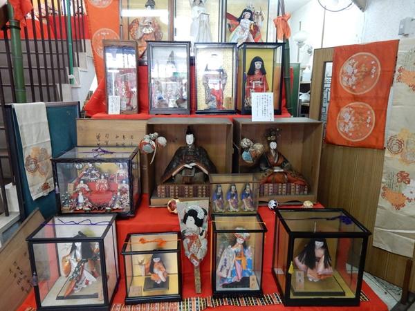 黒江公民館の古いお雛様と日本人形