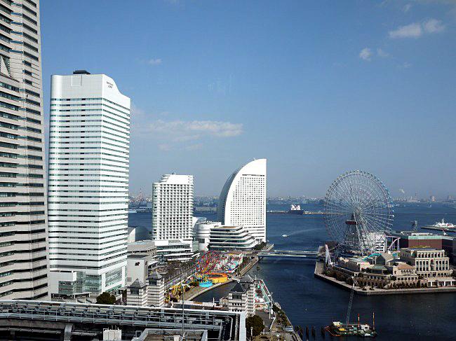 横浜モノリス