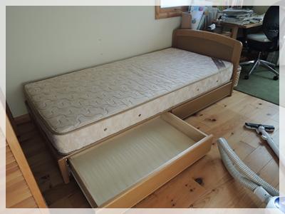 ベッド掃除から