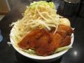 マッチョ麺_麺半分