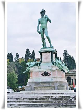 ミケランジェロプラザのダビデ像(複製)