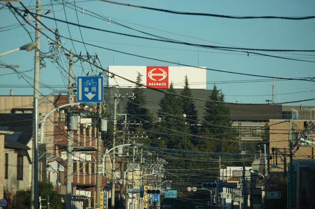 日野自動車の本社屋のてっぺんにあるマーク