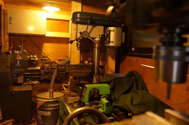 ロータリーベース・日野十日町機関区の機械加工場 ガレージの旋盤とフライス 等