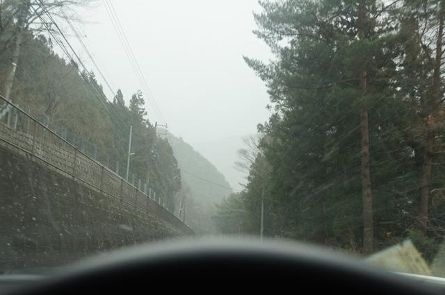 梓ダムを過ぎて再び雪