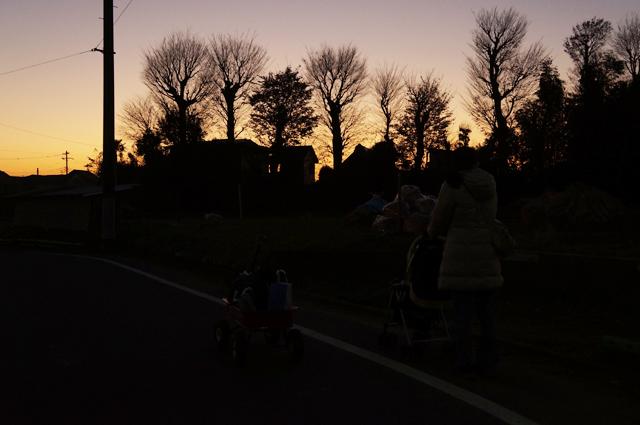 夕焼けの乳母車とラジフラ