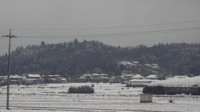 雪の芳賀路を往く汽車
