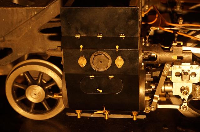 夜間にも、工作、ミニSLのエンジンカバー