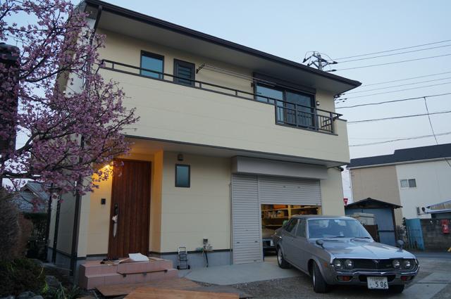 新築の家、一階は車庫