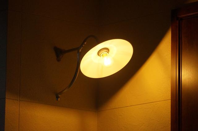笠松電機の鉄道型ブラケット裸電球はLEDにしてます