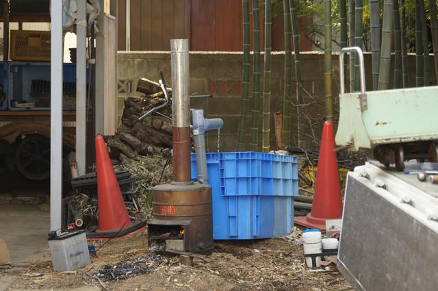 竹林に、薪焚きの露天風呂