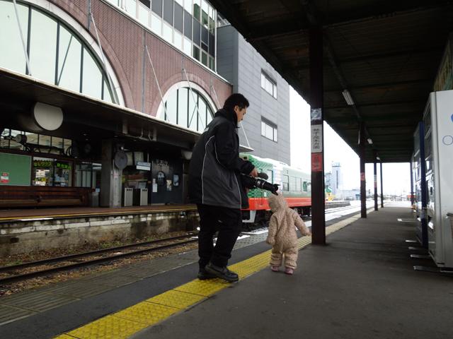 真岡駅のホームにて娘と俺