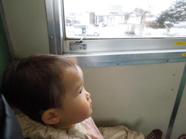 娘、汽車列車を楽しむ