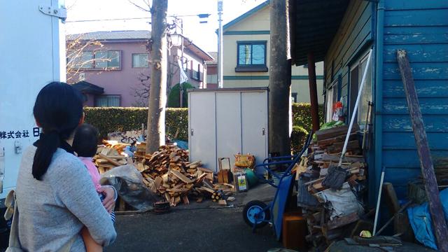 小島屋さんの薪割場
