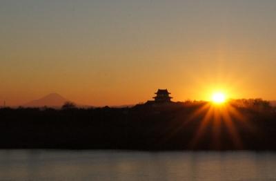 関宿城と夕日と富士山