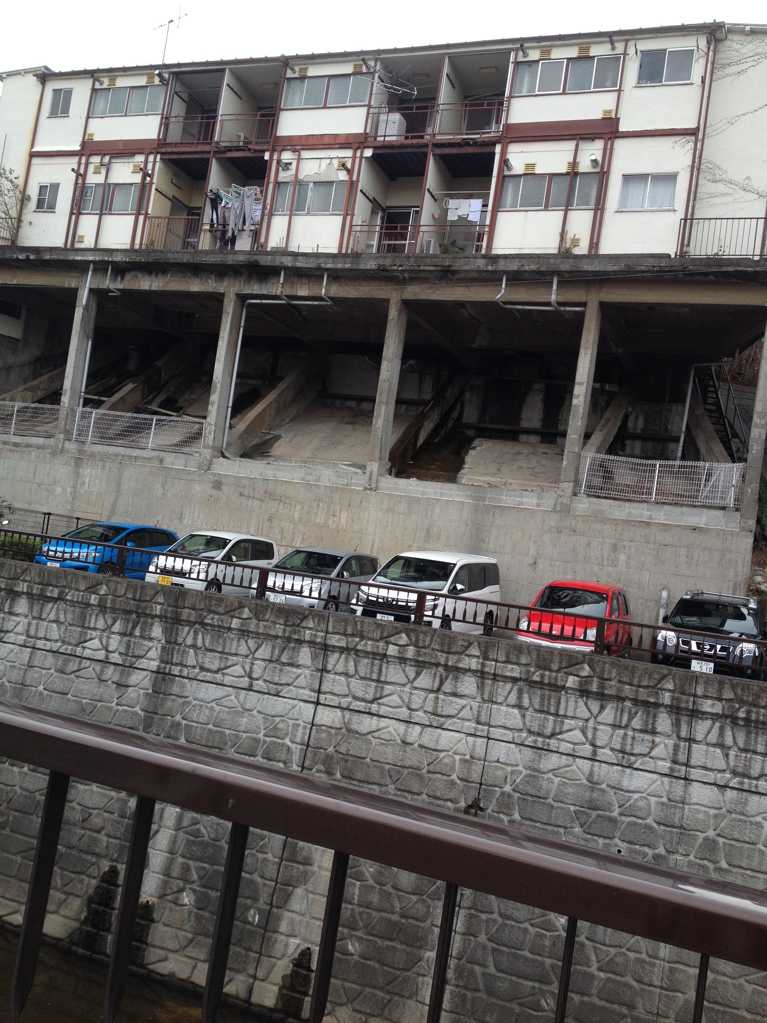 妙正寺川沿いのアパート