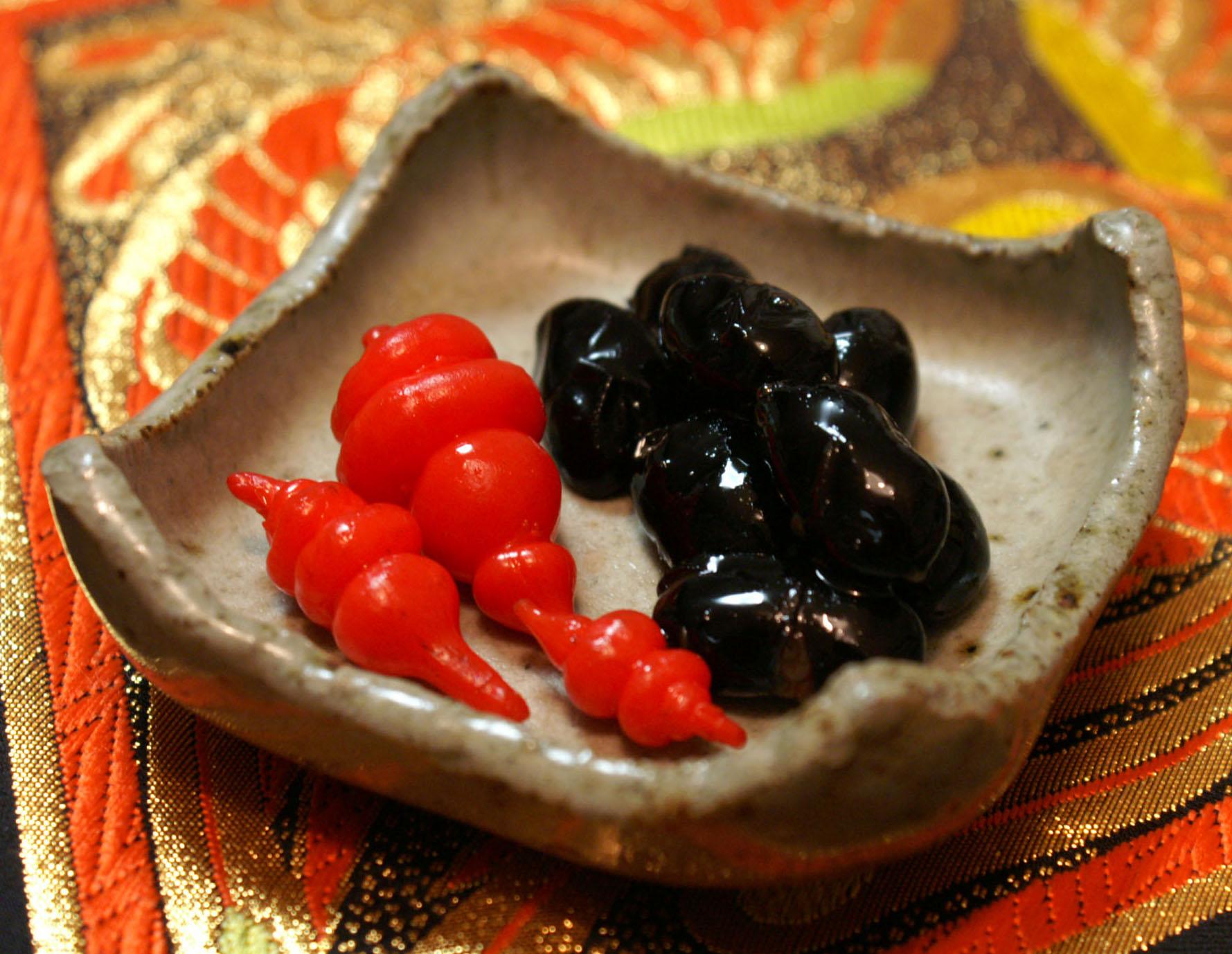 チョロギ(と黒豆)